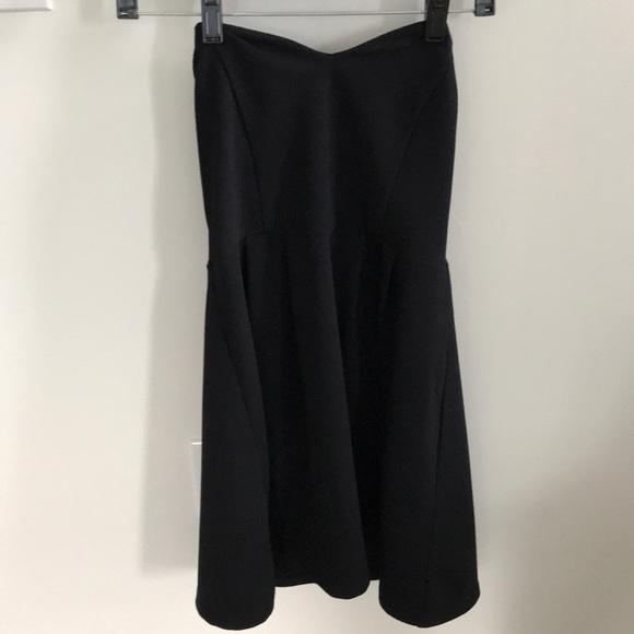 Forever 21 Dresses & Skirts - Strapless sweetheart dress